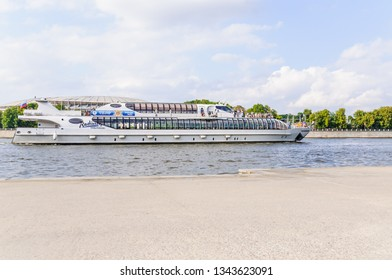 """MOSCOW, RUSSIA - July 27, 2016: Super-yacht """"Butterfly"""" of the flotilla of the hotel """"Radisson Royal"""" on the Moscow river in Luzhniki"""