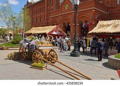 MOSCOW, RUSSIA - JUNE 10, 2016:Holyday Moscow seasons will be held from 9 to 19.06 on 33 trading platforms. Theme of trade fair will become tradition of Ancient Russia. Old cart