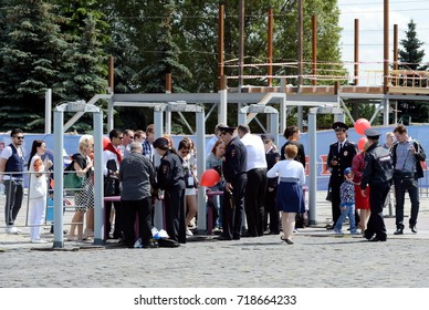 MOSCOW, RUSSIA - JUNE 12, 2015:Inspection of visitors at the celebration of Russia Day in Moscow.