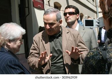 Moscow, Russia - June 4, 2009. Garry Kasparov and Marina Khodorkovskaya, the mother of Mikhail Khodorkovsky near the building of Hamovnichesky court