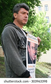 Moscow, Russia - June 4, 2009. Politician Boris Nemtsov to protest in support of Khodorkovsky. Political picket of Solidarity at the building of Hamovnichesky court during the trial of Khodorkovsky