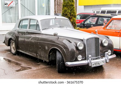 MOSCOW, RUSSIA - MARCH 8, 2015: Motor car Bentley S in the city street.