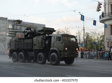 """MOSCOW, RUSSIA - MAY 05, 2016:Anti-aircraft missile and gun complex """"Carapace-s"""" at the rehearsal of the parade dedicated to the 71st anniversary of the Victory in the great Patriotic war."""