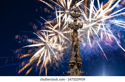 MOSCOW, RUSSIA – MAY 09 2019: Celebratory colorful fireworks and the Peter the Great Statue, Moskow. Russia