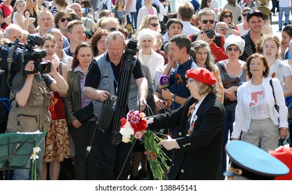 MOSCOW, RUSSIA - MAY 09: War veterans sing war songs on the Theater Square, by the Bolshoi Theater, traditional place for veterans' meeting. Taken on May 09, 2013 in Moscow.