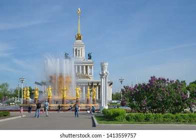 "Moscow, Russia - may 20, 2019: Fountain ""Friendship of peoples"" on the background of pavilion № 1 ""Central"" (""House of peoples of Russia"") at VDNH"