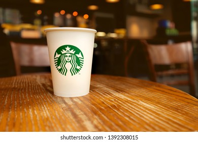 Winterjas Moscow 2019.Moscow Russia November 2018 Starbucks Coffee Stock Photo Edit Now