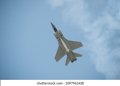 """MOSCOW, RUSSIA - May 4, 2018: Flight of the fighter aircraft MiG-31 with hypersonic missile X-47M2 """"Dagger"""" at the rehearsal of the parade in honor of the victory the great Patriotic war, bottom view"""