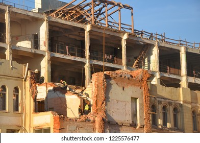 """MOSCOW, RUSSIA - OCTOBER 16, 2018: Workers dismantle the old building. Here they will build a multifunctional hotel complex """"Sady Zaryadya"""""""