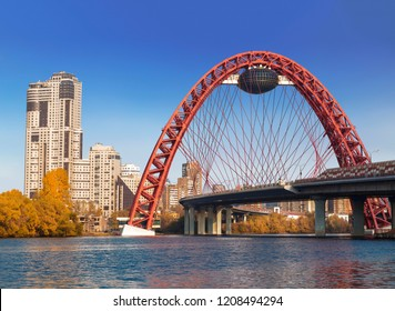 MOSCOW, RUSSIA - OCTOBER 19, 2018:Picturesque bridge over the Moscow river on a sunny autumn day. Moscow, Russia