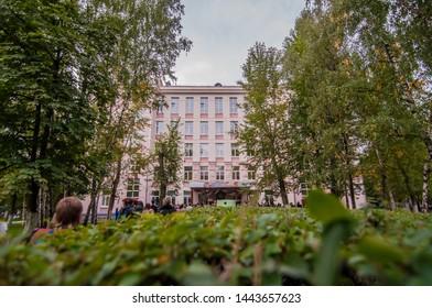 Maison Moderne Jardin Images, Stock Photos & Vectors ...