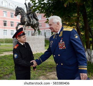 MOSCOW, RUSSIA - SEPTEMBER 1, 2014:Honored military pilot, colonel general of aircraft Nikolay Moskvitelev with the Moscow cadet.