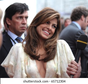 MOSCOW, RUSSIA - SEPTEMBER 12: Actress Eva Mendes arrives at the premiere for the film 'The Other Guys' in Moscow on September 12, 2010, Russia.