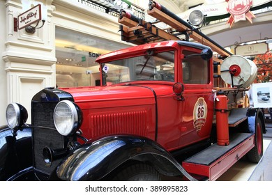 Moscow, RUSSIA  SEPTEMBER 12: Exhibition of rare vintage cars in GUM on SEPTEMBER  4, 2014, in Moscow, Russia