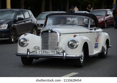 MOSCOW, RUSSIA - SEPTEMBER 24, 2011: Old timer cars rally start - classic German Mercedes-Benz 300S Cabriolet A car