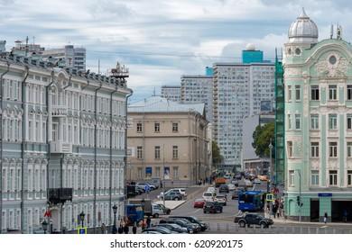 MOSCOW, RUSSIA - SEPTEMBER 7, 2016: Vozdvizhenka street, the traffic in the city centre