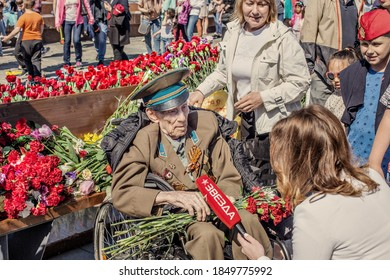 Moscow Russia-05/09/2018: ninety-five-year veteran of the great Patriotic war gives an interview to the correspondent on Victory Day.
