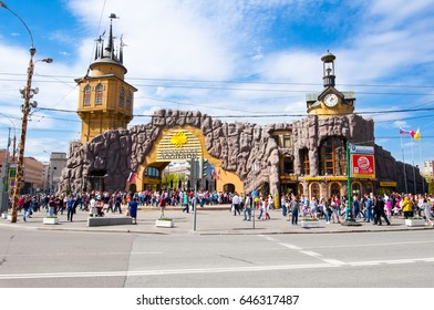 Moscow, Russia-May 01: Moscow Zoo main entrance, crowd of tourists and locals go sightseeing on May 01, 2017 in Moscow. The Moscow Zoo was founded in 1864.
