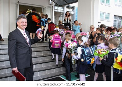 Moscow - September 1, 2011: Children go to the first class at the day of knowledge. Public-event.