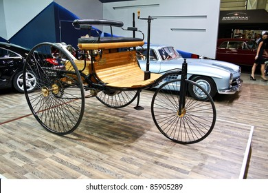 MOSCOW - SEPTEMBER 16: Benz Patent Motorwagen (or motorcar) 1886 at the international exhibition of the technical antiques on September 16, 2011 in Moscow, Russia