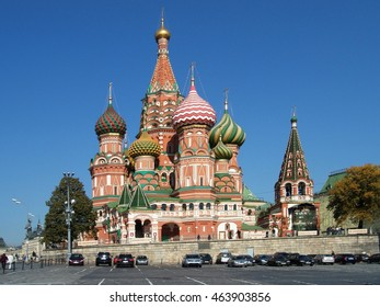MOSCOW - SEPTEMBER 2007: St. Basil's Cathedral (Pokrovsky Cathedral) from the Vasilevsky descent on a sunny autumn day