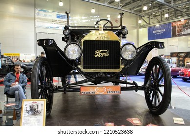 Moscow - September 29, 2012: Ford T 1916 at the international largest exhibition of vintage cars and technical Antiques. Public-event.