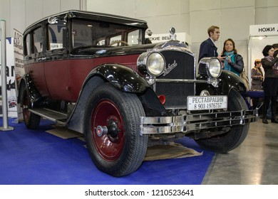 Moscow - September 29, 2012: Packard 1926 at the international largest exhibition of vintage cars and technical Antiques. Public-event.