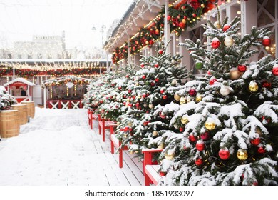 Moscow, Tverskaya street. . Christmas decoration of streets. Beautiful holiday scenery in the city. New year's card 2021.
