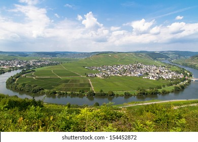 Moselle River, Mosel Valley and Leiwen, Bernkastel-Wittlich, Rhineland-Palatinate, Germany
