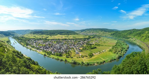 Moselle river valley panorama view on Punderich, Germany