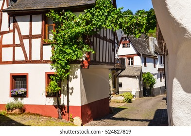 Moselle Valley Germany: Timbered houses in the old town of Puenderich near Bernkastel-Kues and wine region Rhine-Moselle
