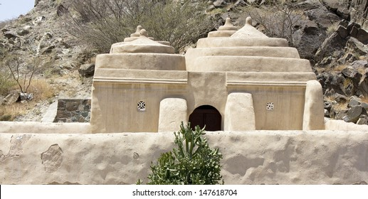 The mosque at Bidiyah is the oldest in the UAE and is open for non-Muslims to visit, in Fujairah (United Arab Emirates)