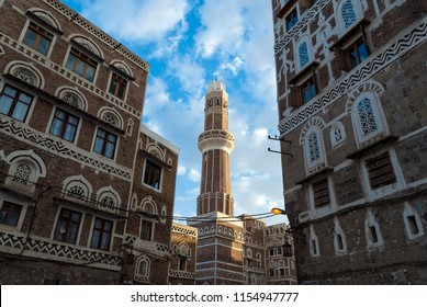 Mosque and buildings of traditional architecture in the old town of Sanaa, Yemen