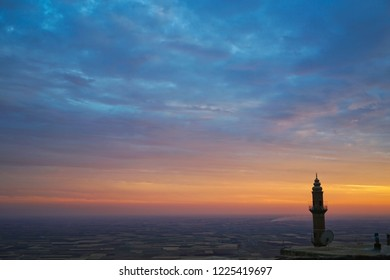 Şehidiye mosque minaret, mesopotamia in the background, Mardin, Turkey