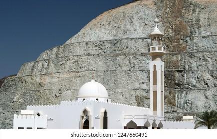 mosque in Oman in front of a huge rock