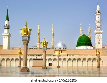 The mosque of the Prophet in Saudi Arabia, Medina. It is one of the largest mosques in the world. After Mecca, it is the second most holy mosque in Islam. Saudi Arabia, Medina. 16 mays 2018
