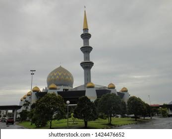 MOSQUE/KOTA KINABALU/MALAYSIA-JUNE 2013: Kota kinabalu mosque is a modern arquitecture