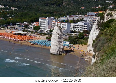 It is the most famous beach of Vieste. It takes the name Pizzomunno, from the great monolith in white limestone, which stands near the cliff where they built the town of Vieste.