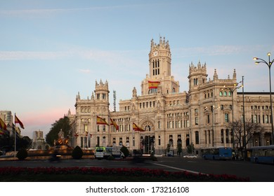 The most prominent of the buildings at the Plaza de Cibeles is the Palacio de Comunicaciones. The cathedral-like landmark was built in 1909 as the headquarters of the postal service.