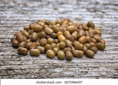 Moth beans or matki beans (Vigna aconitifolia), is a indian food.