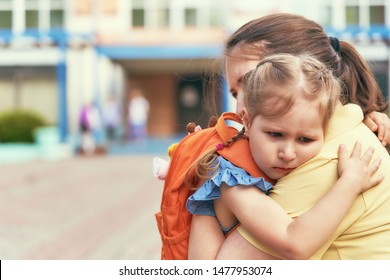 mother accompanies the child to school. mom supports and motivates the student. the little girl does not want to leave her mother. fears primary school. communication problems. attachment to parents.