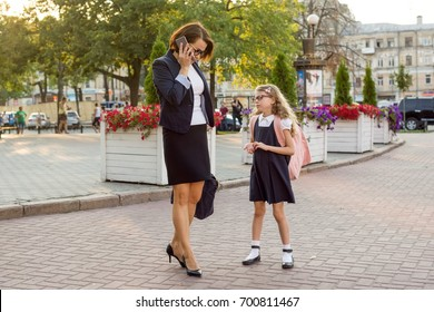Mother businesswoman takes the child to school.