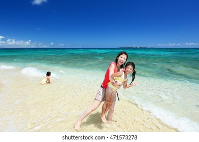 Mother and children to relax at the beach