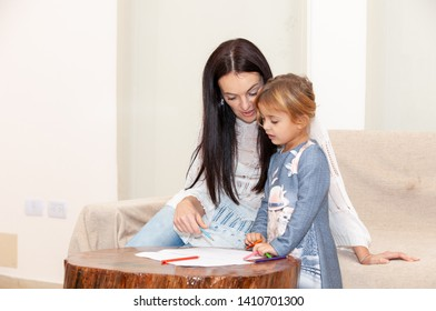 mother with daughter drawing on the table