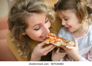 Mom Eating Daughter Out
