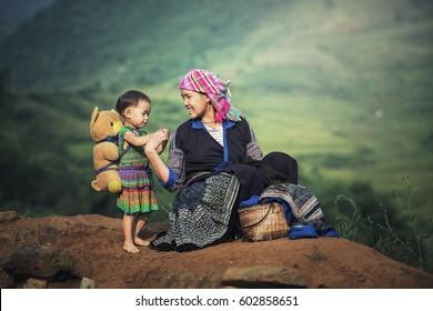 Mère et fille en terrasses de riz, Tu Le Lao Cai, Vietnam