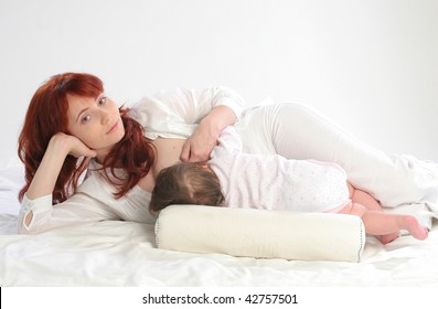 Mother feeding her baby. Side lying using a modified cradle