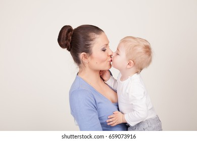 mother and little boy play show lodon' Kiss