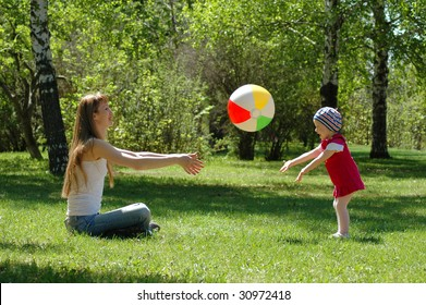 Mother and small girl game of ball