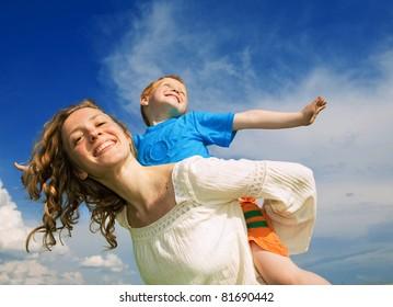mãe e filho ter diversão